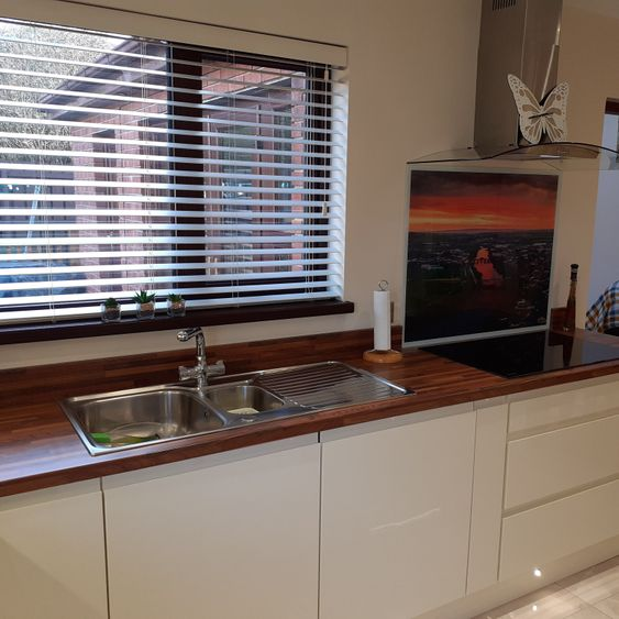 Bespoke Fitted Kitchens, Gloss Handleless Doors, STRABANE WHOLESALE LTD, Strabane, Co. Tyrone, 02871 382374